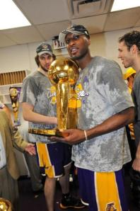 Lamar Odom holds the Larry O_Brien trophy