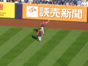 Yes, this unnamed player made this catch. Yes, this sign makes zero sense. Are there really enough Chinese-speaking folks in NYC to make this ad worthwhile? Or do the Yanks buy these things for the 3 billion people around the world who watch their games on YES?